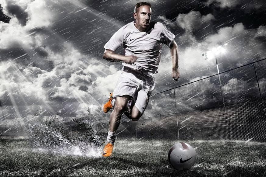 Самый быстрый футболист в мире за всю историю