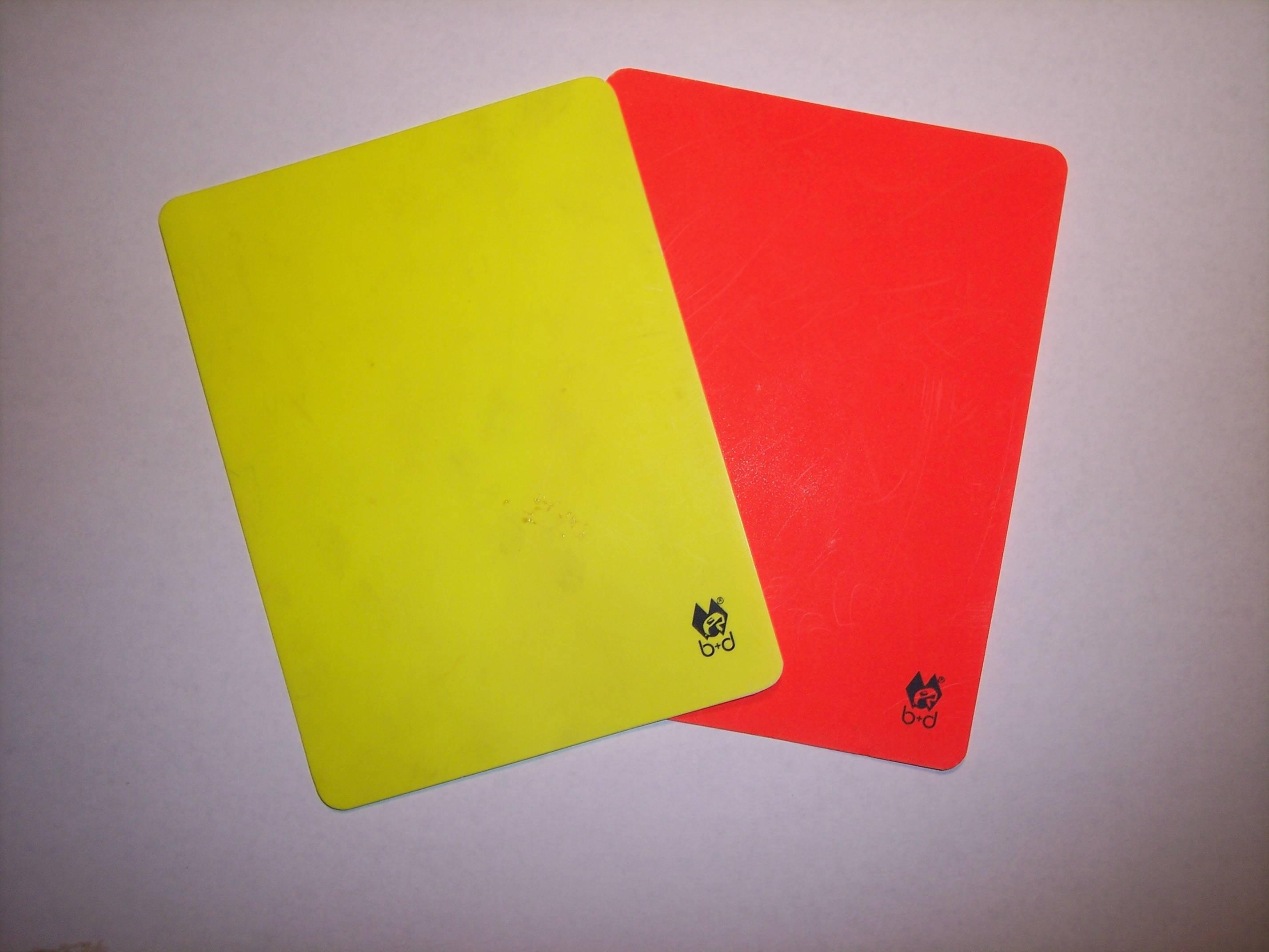 Зеленая карточка в футболе что означает, что это, что дает? (видео)