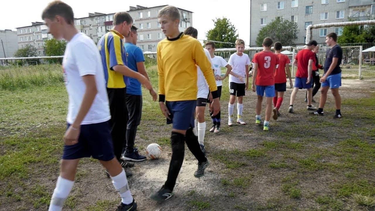 Тренировки для детей по футболу: финты и упражнения