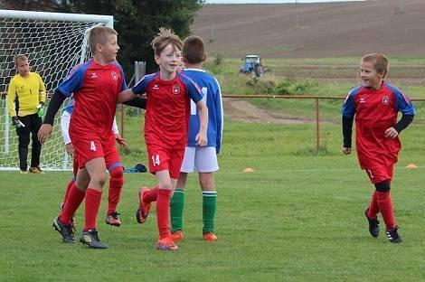 Футбол для девочек: с какого возраста и какая польза