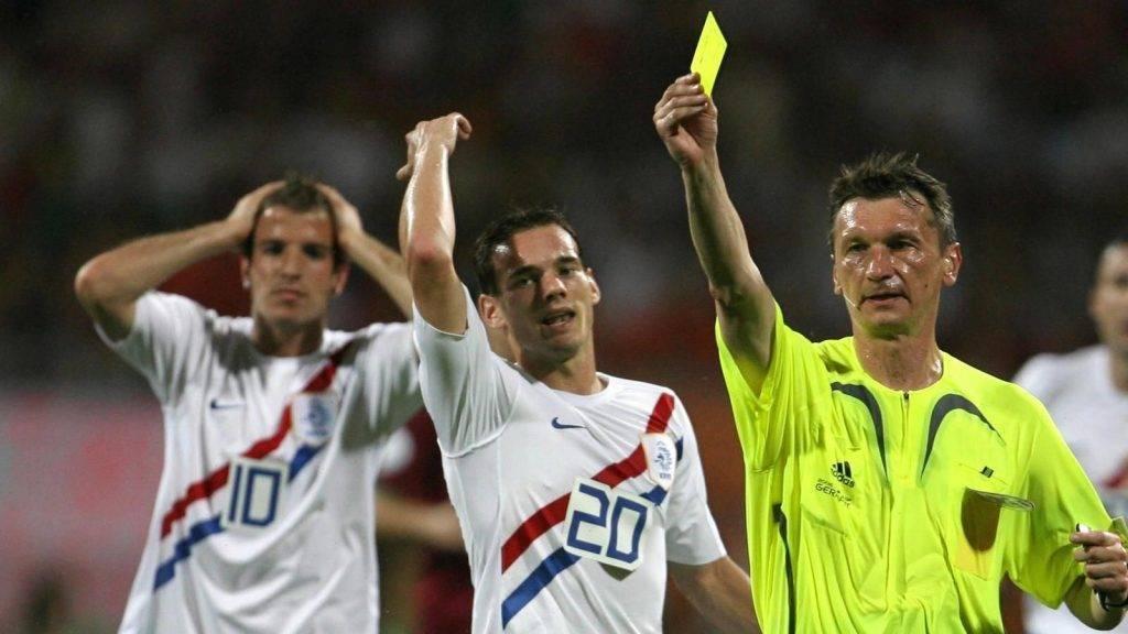Выбираем лучшую стратегию ставок на желтые карточки в футболе