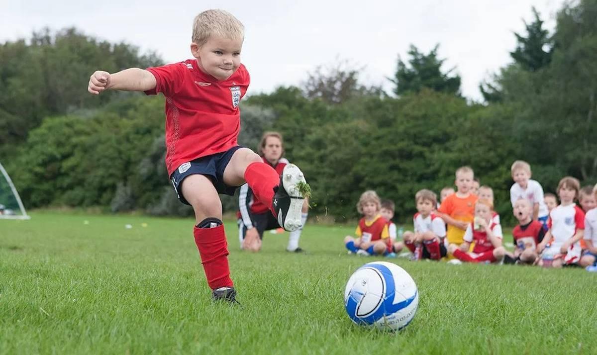 Как научиться играть в футбол: правила игры