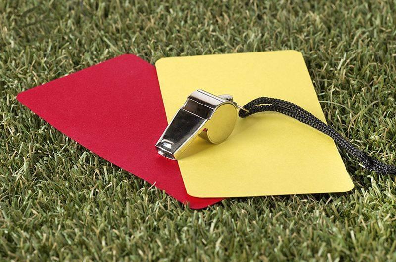Если футболист получает красную карточку. жёлтая и красная карточки в футболе: что означают и за что их дают? выбор подходящего футбольного матча для ставок на красные карточки