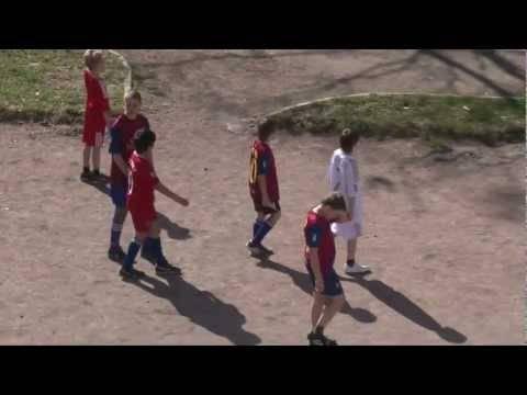 Гол головой за два, три корнера – пенальти: работают ли правила дворового футбола в профессиональном?
