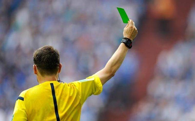 Как появились карточки в футболе и при чем тут светофор?
