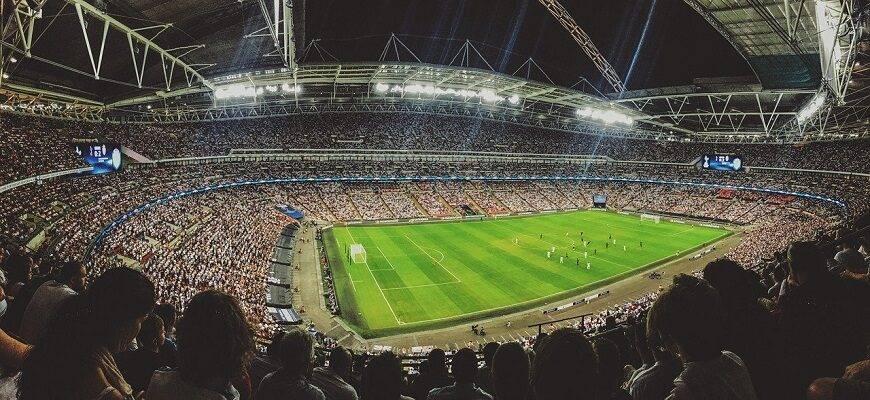Как лучше смотреть футбол: по телевизору или на стадионе