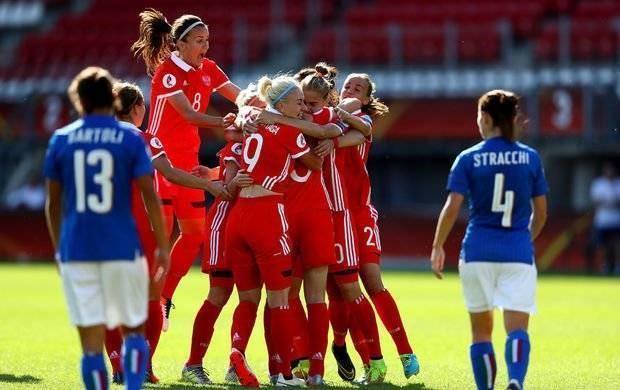 Формы, деньги и полные стадионы: женский футбол никогда не был так крут