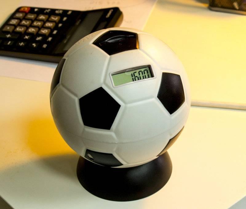 Что подарить футболисту: выбираем презенты для тех, кто не мыслит себя без мяча