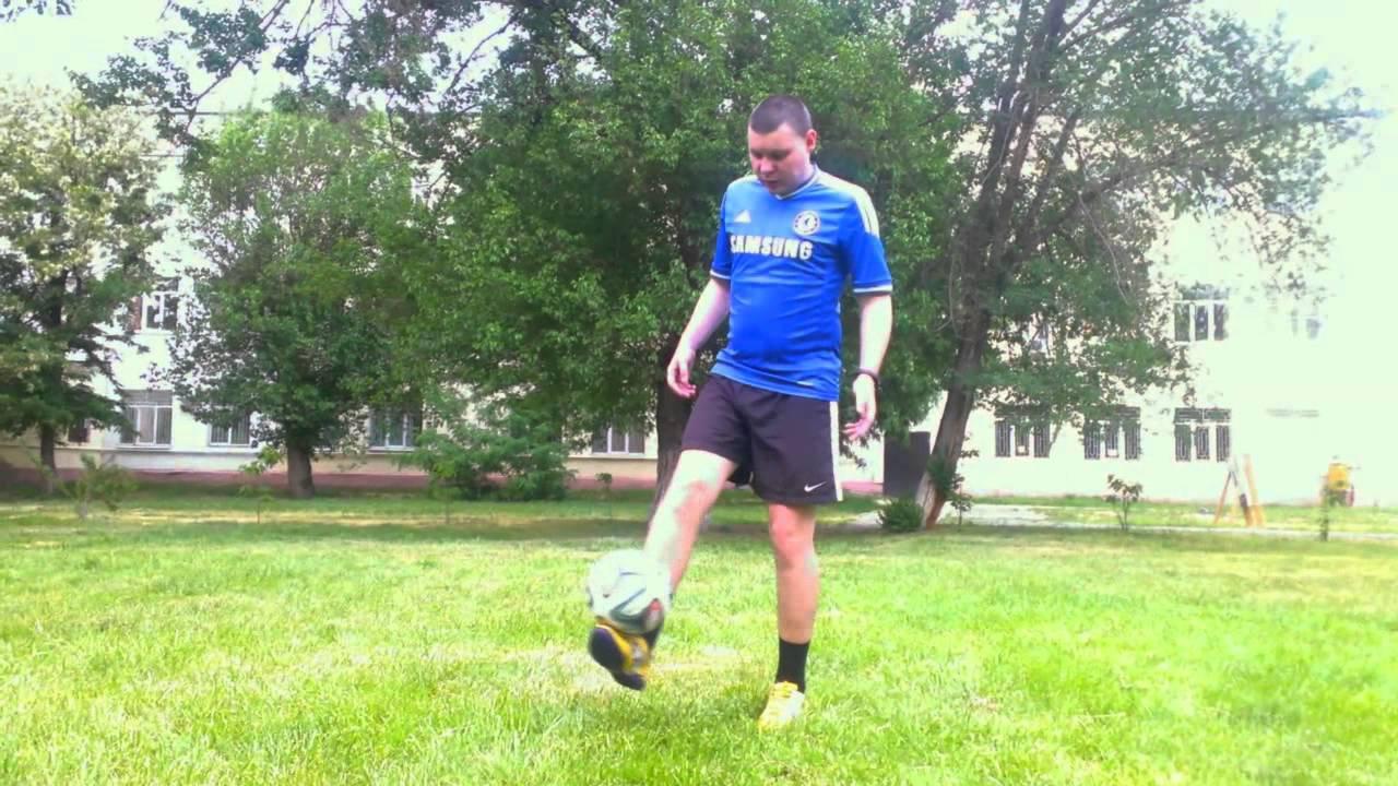 Как научиться набивать мяч на ноге?