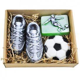 Что подарить любителю футбола?