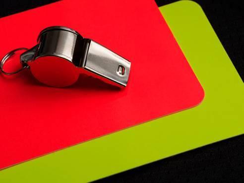 Что означает красная карточка в футболе?