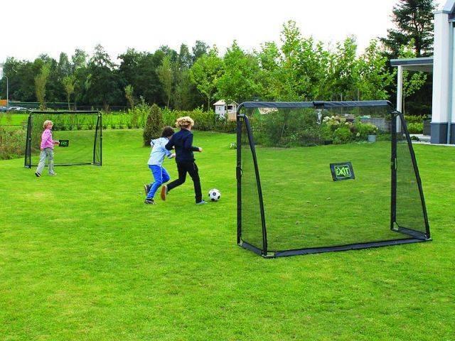 Как газон на футбольном поле делают полосатым?
