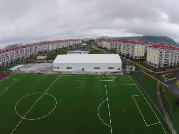 Газон для футбольного поля искусственный и натуральный