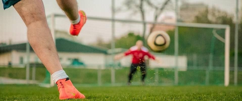 Стратегии ставок на фаворитов и аутсайдеров в футболе