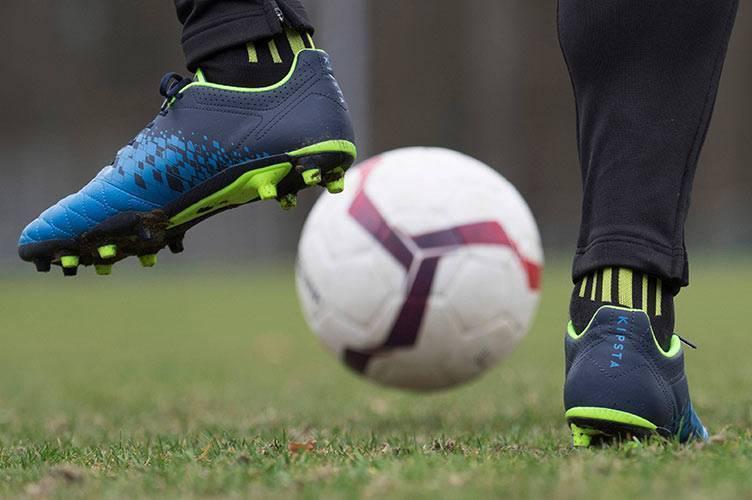 Как правильно выбрать футбольные бутсы: полезные советы