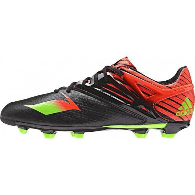 Как правильно подобрать обувь для футбола на улице?